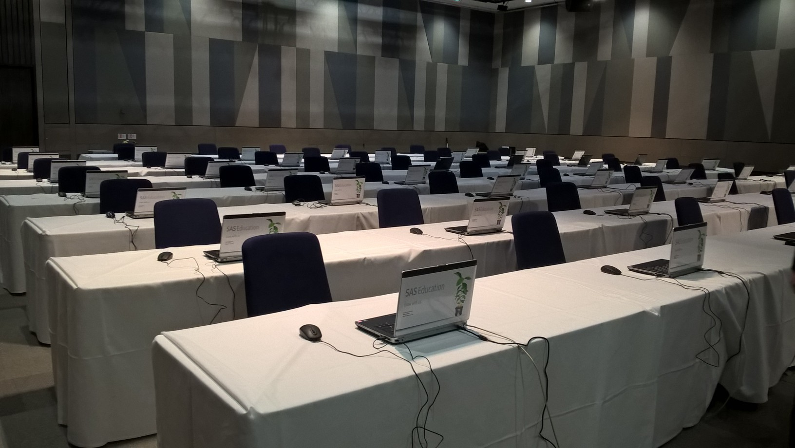 Hire Vox Conference Venue Vox VenueScanner - Vox conference table