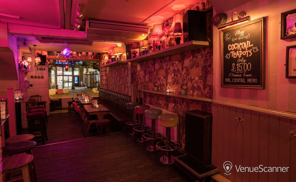 Hire Simmons | Kings Cross Main Bar 1