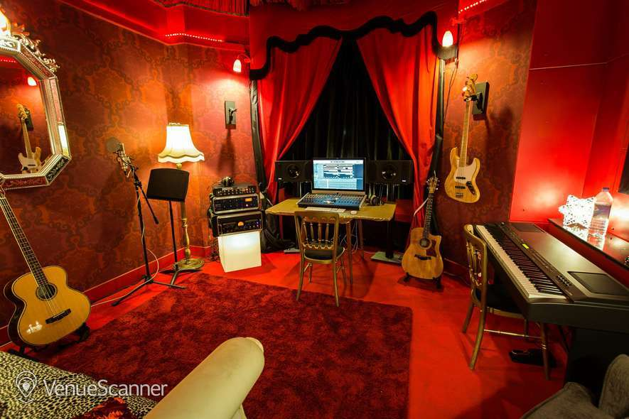 Hire Hotel Pelirocco The Lounge 6