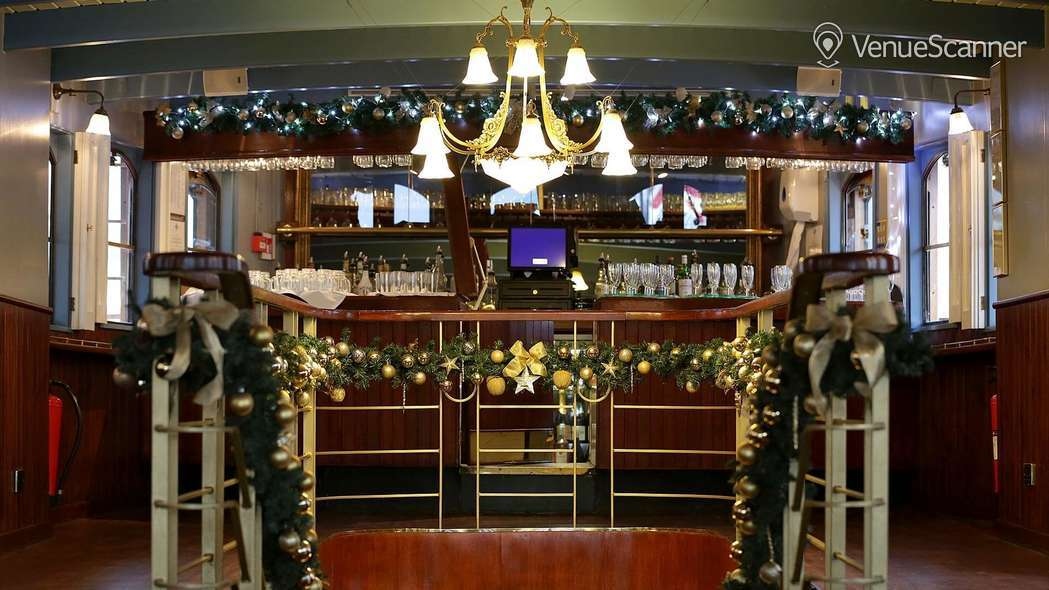 Hire Thames Luxury Charters Elizabethan 8