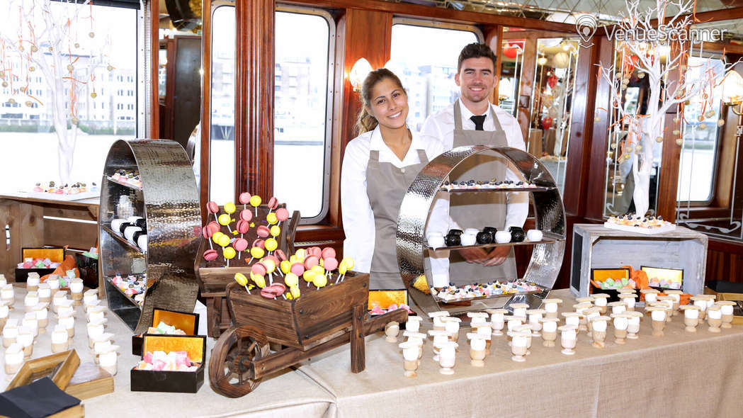 Hire Thames Luxury Charters Dixie Queen 1