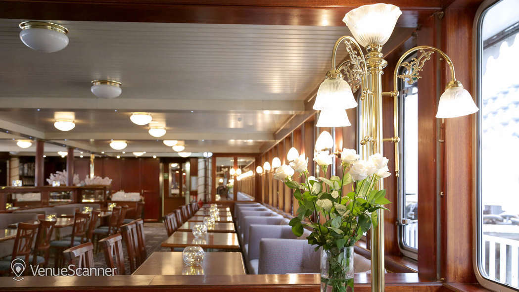 Hire Thames Luxury Charters Dixie Queen 3