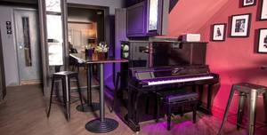 Club 16 Soho, Piano Bar