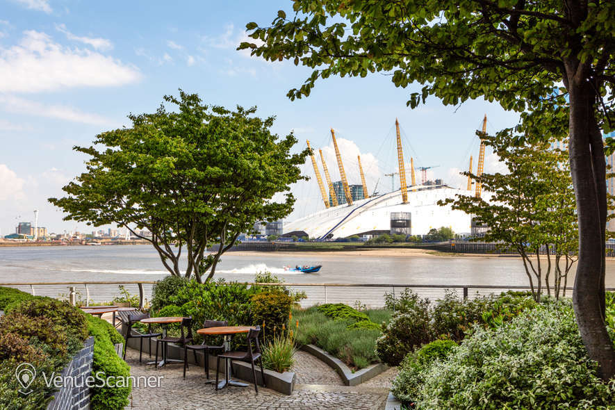 Hire Radisson Blu Edwardian, New Providence Wharf Ontario B 16