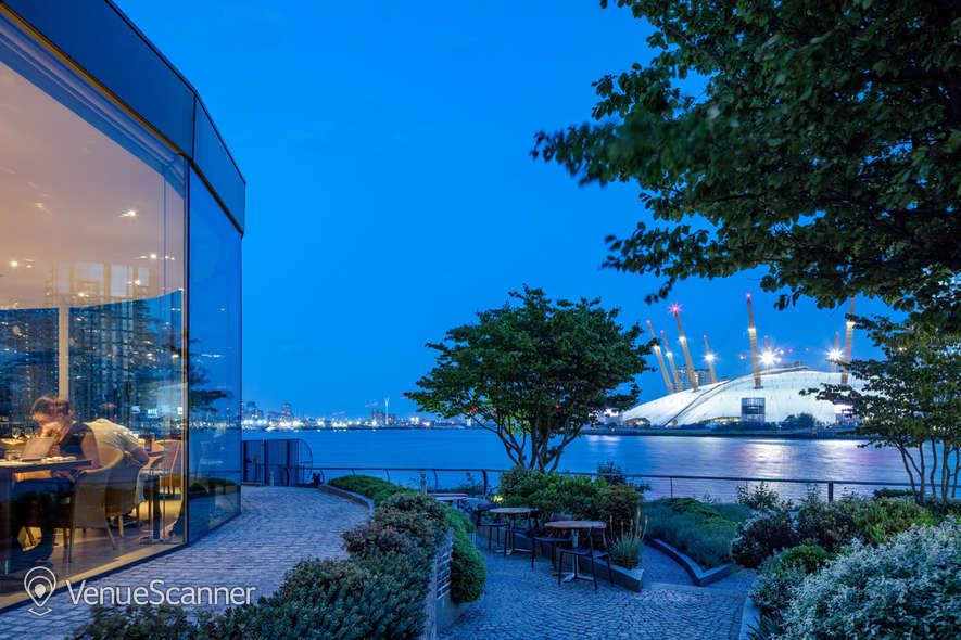 Hire Radisson Blu Edwardian, New Providence Wharf Ontario B 18