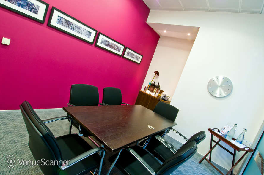 Hire Regus Reading Forbury Square Lingfield