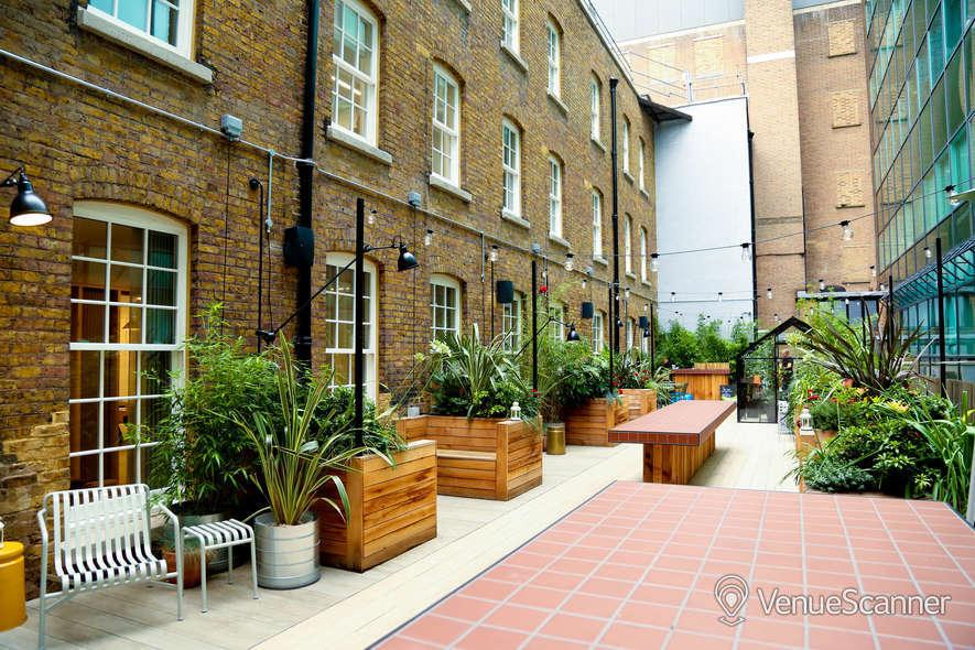 Hire Wimpole Street Lounge + Courtyard 3