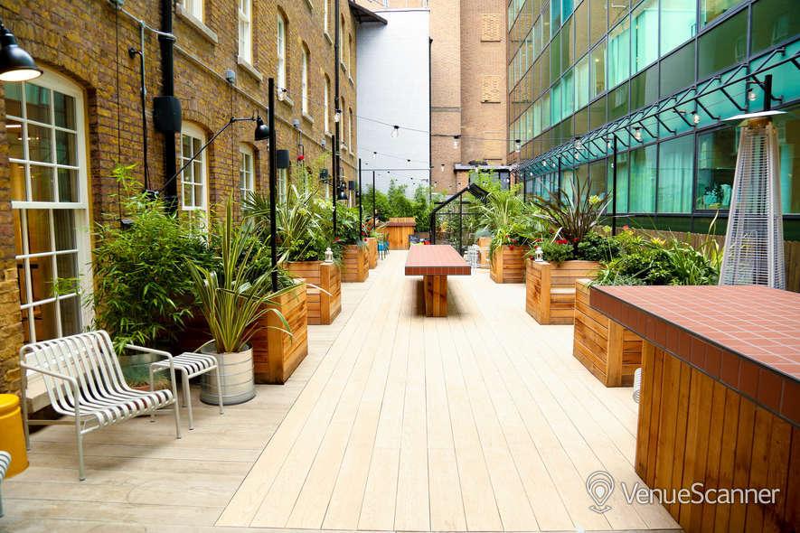 Hire Wimpole Street Lounge + Courtyard 4