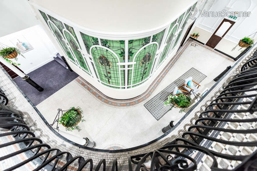 Hire Fm Living - Aparthotel The Atrium