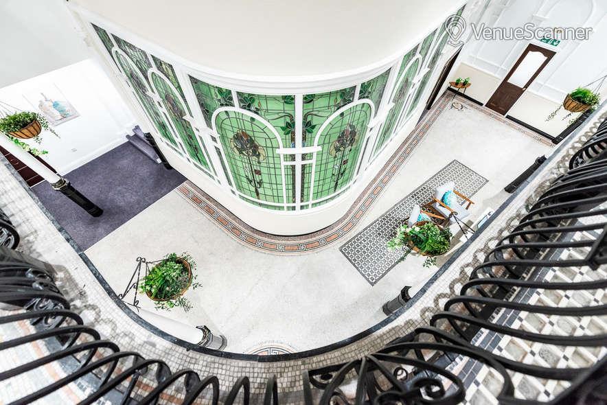 Hire Fm Living - Aparthotel The Atrium