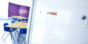 LILA, Music Room