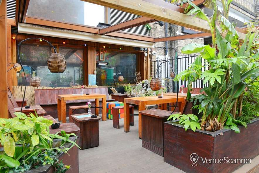 Hire Cargo Outdoor Space / Garden 3