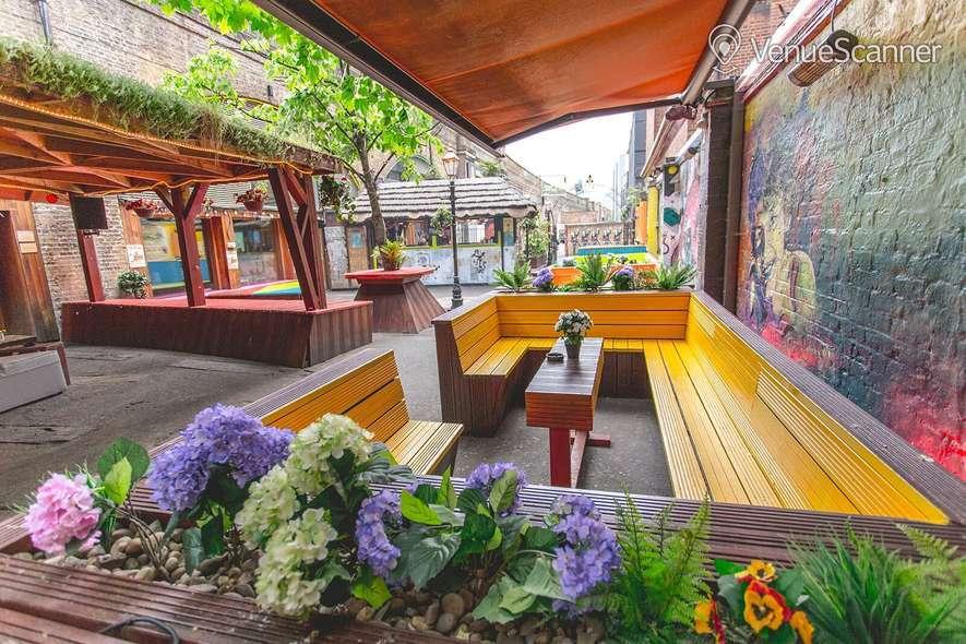 Hire Cargo Outdoor Space / Garden