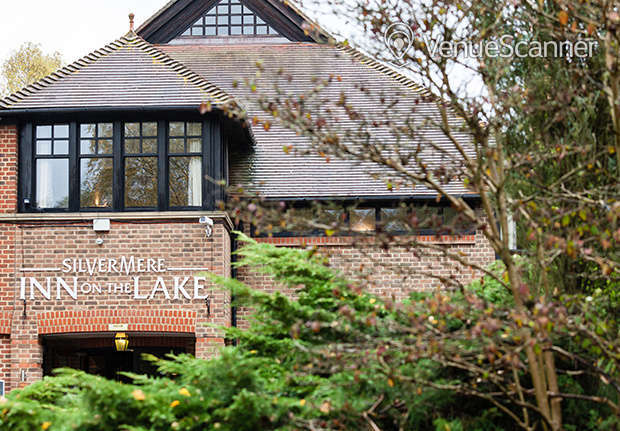 Hire Silvermere Inn on the Lake Lake Suite 5