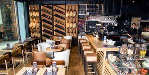 Mas Q Menos The City, Restaurant