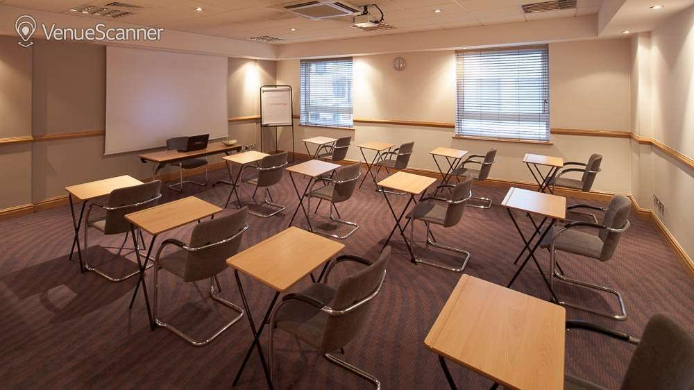 Hire Jurys Inn Glasgow Room 101