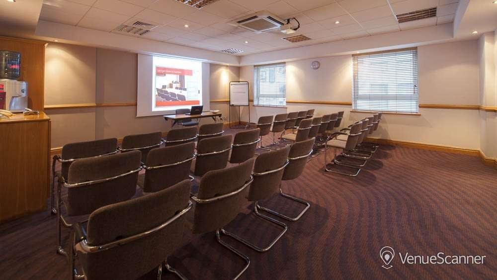 Hire Jurys Inn Glasgow Room 103