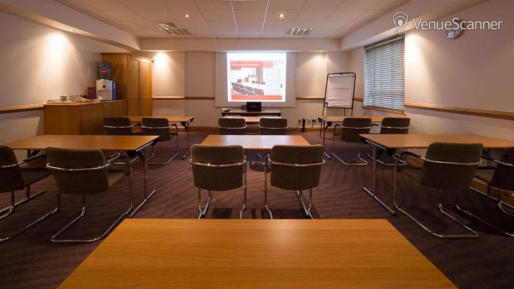 Hire Jurys Inn Glasgow Room 104